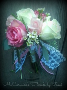 Rose & lace toss bouquet