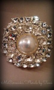 Vintage round pin M